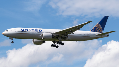 N215UA - Boeing 777-222(ER) - United Airlines