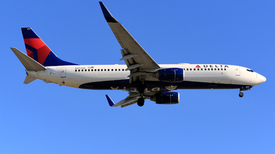 A picture of N3735D - Boeing 737832 - Delta Air Lines - © Jonathan Kang