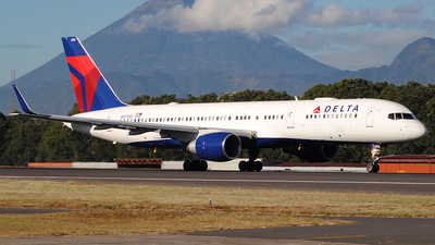 A picture of N6703D - Boeing 757232 - Delta Air Lines - © Brian Boche