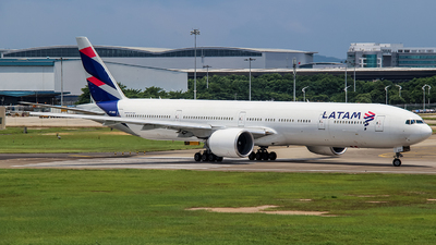 A picture of PTMUJ - Boeing 77732W(ER) - LATAM Airlines - ©  Wei Cheng Huang