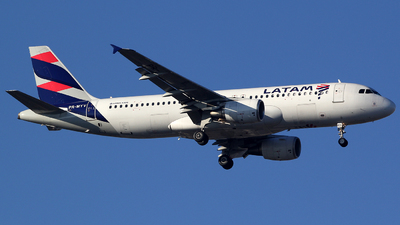 A picture of PRMYV - Airbus A320214 - LATAM Airlines - © TLBorges