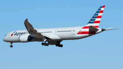 A picture of N832AA - Boeing 7879 Dreamliner - American Airlines - © Song Yingqi