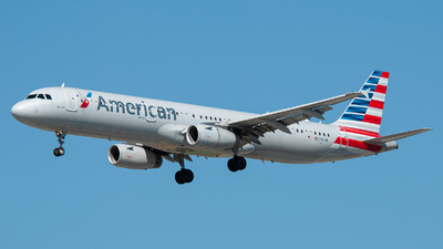A picture of N576UW - Airbus A321231 - American Airlines - © charly1684
