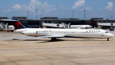 A picture of N906DL - McDonnell Douglas MD88 - [49537] - © Alec Mollenhauer