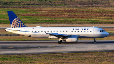 N455UA - Airbus A320-232 - United Airlines