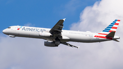 A picture of N921US - Airbus A321231 - American Airlines - © Evan Dougherty