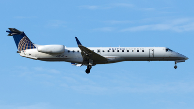 A picture of N12142 - Embraer ERJ145XR - United Airlines - © Yixin Chen