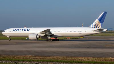 N2140U - Boeing 777-322ER - United Airlines