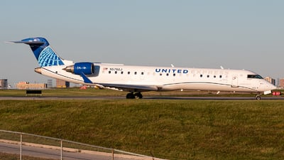 A picture of N575GJ - Bombardier CRJ550 - United Airlines - © Leige Yang