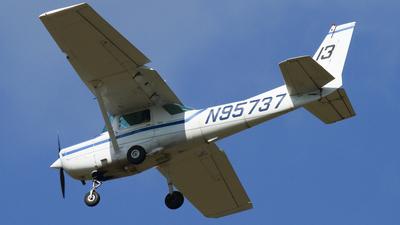 N95737 - Cessna 152 - Kent State University