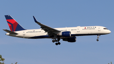 A picture of N703TW - Boeing 7572Q8 - Delta Air Lines - © Andriy Yegorov