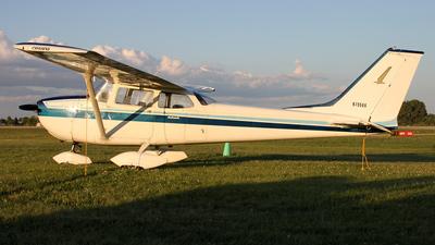 A picture of N79566 - Cessna 172K Skyhawk - [17258180] - © Kevin Porter