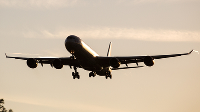 G-VBUG - Airbus A340-642 - Virgin Atlantic Airways