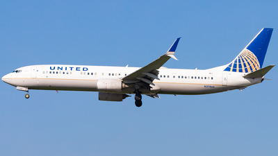 A picture of N37466 - Boeing 737924(ER) - United Airlines - © Eric Esots