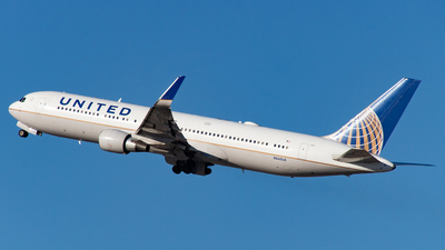 A picture of N660UA - Boeing 767322(ER) - United Airlines - © Devon McCune