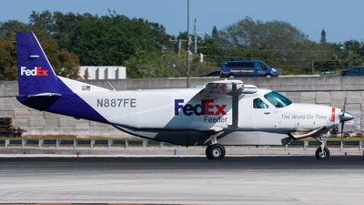 A picture of N887FE - Cessna 208B Super Cargomaster - FedEx - © Felipe Betancur Montoya
