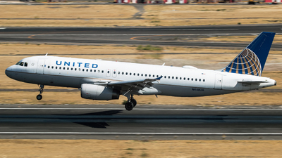 A picture of N448UA - Airbus A320232 - United Airlines - © Hector Montes de Oca