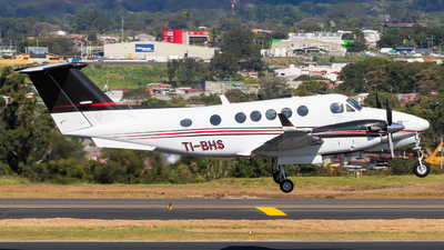 TI-BHS - Beechcraft B200GT Super King Air - Private