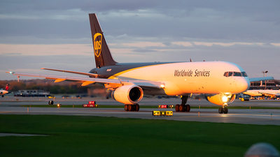 A picture of N469UP - Boeing 75724APF - UPS - © Steve Rinde