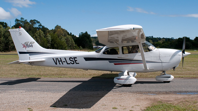 VH-LSE - Cessna 172S Skyhawk SP - Private