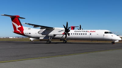 A picture of VHLQH - De Havilland Canada Dash 8400 - QantasLink - © Josh Deitz