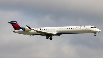 A picture of N822SK - Mitsubishi CRJ900LR - Delta Air Lines - © Sean Brink