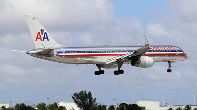 A picture of N652AA - Boeing 757223 - [24610] - © Joshua Ruppert