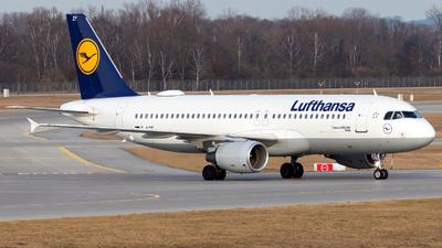 A picture of DAIZF - Airbus A320214 - Lufthansa - © Julian Azeroth