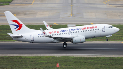 A picture of B5826 - Boeing 73776D - China Eastern Airlines - © KMG-Mr.Yang