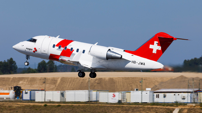 A picture of HBJWA - Bombardier Challenger 650 - Swiss AirAmbulance - © Carlos Miguel Seabra