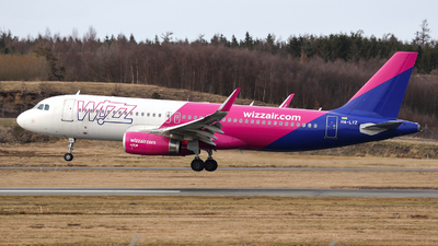 A picture of HALYZ - Airbus A320232 - Wizz Air - © Arno Vesterholm