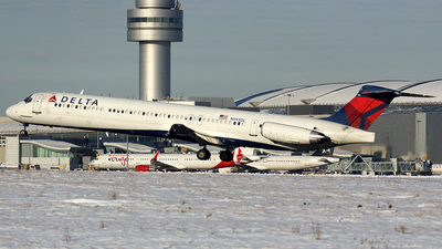 A picture of N993DL - McDonnell Douglas MD88 - [53345] - © Tianyi Liu
