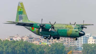 61-2640 - Lockheed C-130B Hercules - Bangladesh - Air Force