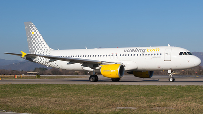 EC-LZZ - Airbus A320-214 - Vueling