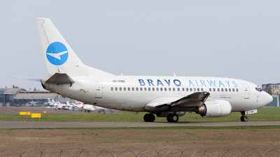 UR-CNE - Boeing 737-505 - Bravo Airways