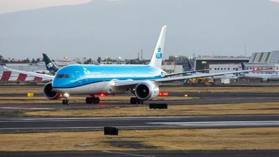 A picture of PHBHE - Boeing 7879 Dreamliner - KLM - © Arturo Quintero
