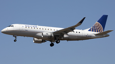 A picture of N211SY - Embraer E175LR - United Airlines - © Wang Jiasheng