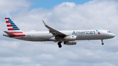 A picture of N164NN - Airbus A321231 - American Airlines - © Evan Dougherty