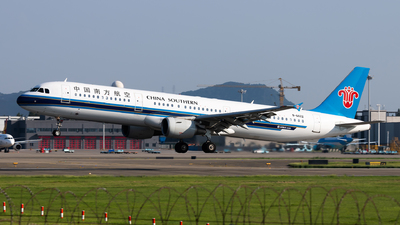 A picture of B6622 - Airbus A321211 - China Southern Airlines - © Lazy Clutch