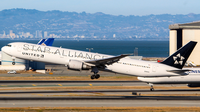 N76055 - Boeing 767-424(ER) - United Airlines