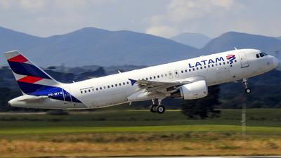 A picture of PRMYQ - Airbus A320214 - LATAM Airlines - © Claudio Camargos