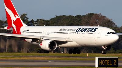 VH-EBA - Airbus A330-202 - Qantas