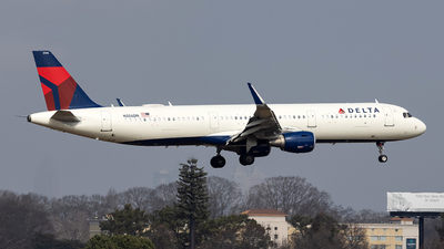 A picture of N356DN - Airbus A321211 - Delta Air Lines - © JinZi