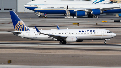 N77510 - Boeing 737-824 - United Airlines