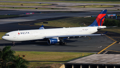 A picture of N825NW - Airbus A330302 - Delta Air Lines - © Adrián Alejandro