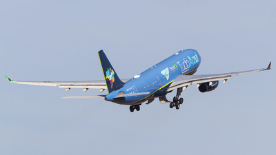 A picture of PRAIT - Airbus A330243 - Azul Linhas Aereas - © Juan Cosmo   PSW Aviation