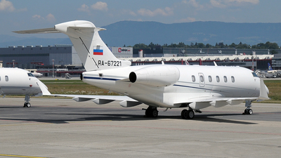 A picture of RA67221 - Bombardier Challenger 300 - Tatarstan Air - © Paul Denton