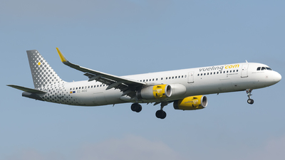 EC-MOO - Airbus A321-231 - Vueling Airlines