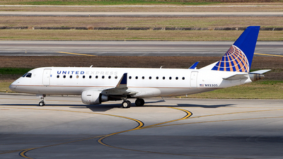 A picture of N93305 - Embraer E175LR - United Airlines - © Rocky Wang