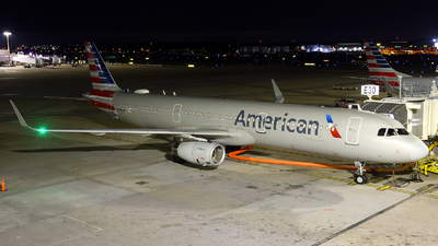 A picture of N156AN - Airbus A321231 - American Airlines - © Agustin Anaya